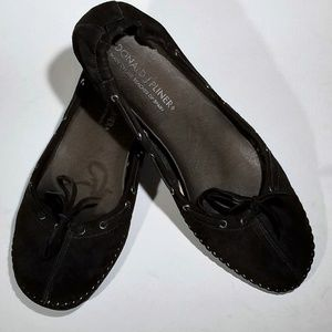 Donald J Pliner Comfy Black Suede w/ heel- Size 10